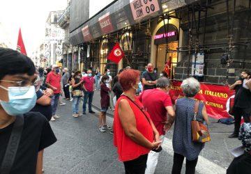 """Catania, presidio per dire """"no"""" agli aumenti delle bollette di luce e gas"""