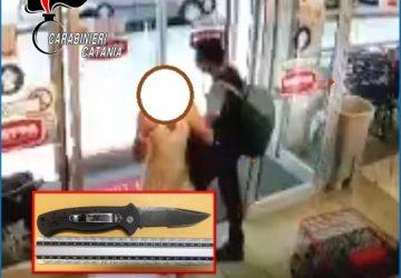 Catania, tenta di accoltellare gli addetti alla sicurezza del supermercato: arrestato