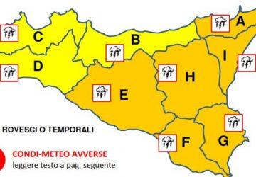 """Meteo, stato di allerta """"arancione"""" per domani: evitare le aree a rischio"""