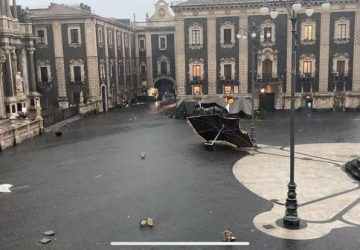 Tornado a Catania, ingenti danni. Alberi caduti e strade allagate  FOTO