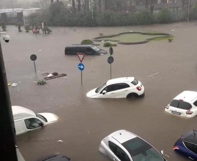 Catania sommersa dalla pioggia torrenziale. Una vittima a Gravina VIDEO