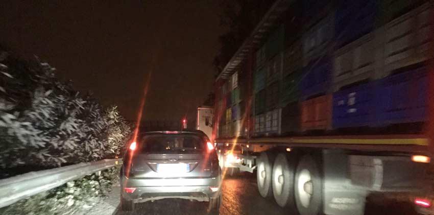 A18, incidente tra Acireale e Giarre, auto compie testacoda