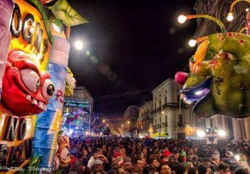 Carnevale di Acireale: la pioggia rovina la sfilata dei carri