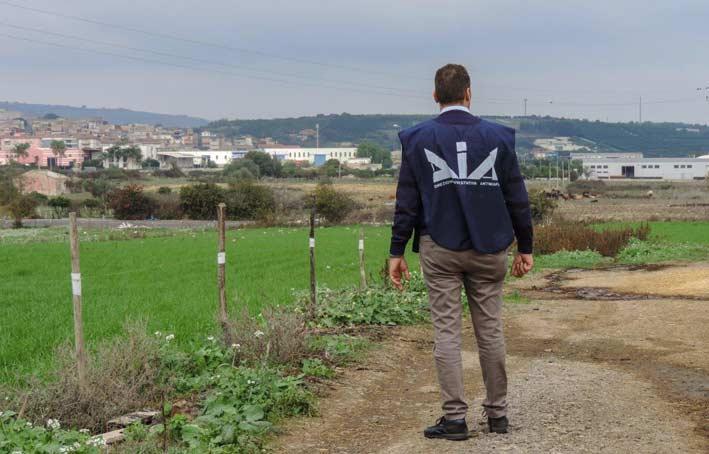 Mafia: rifiuti, 16 arresti tra cui giornalista nel blitz catanese