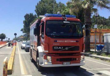 Riposto, intervento dei vigili del fuoco in corso Italia