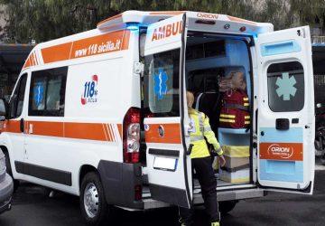 Mascali, autolesionismo di un 42enne romeno: si taglia il corpo con una lametta