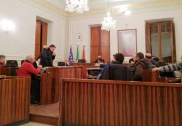 """Riposto, in Consiglio Facchi si dichiara """"indipendente"""". Sui garage di via della Repubblica si torna indietro?"""