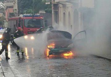 incendio-auto-riposto