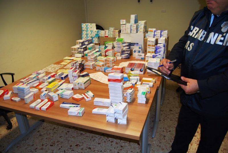 Adrano, controlli del Nas in una farmacia: medicine prive di fustelle