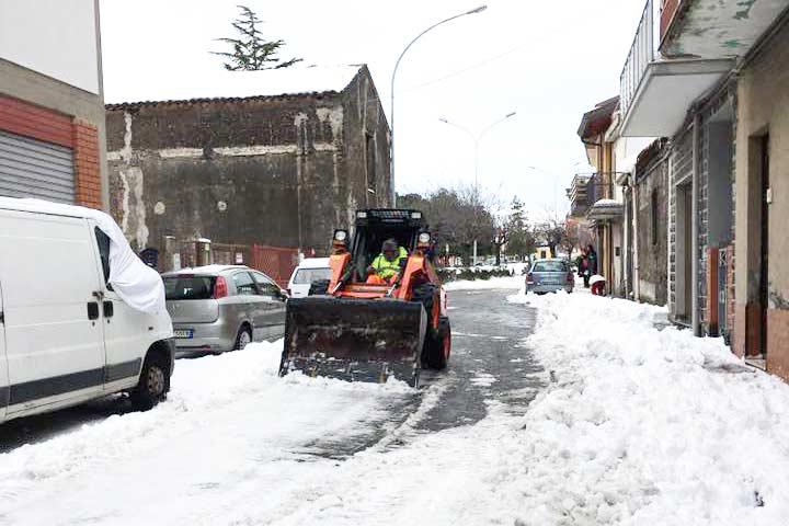 Emergenza neve: domani scuole chiuse a Maletto, Maniace, Bronte e Randazzo. Linguaglossa torna alla normalità