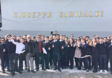 """Gli alunni del Nautico """"L. Rizzo"""" in visita sulla portaerei """"Giuseppe Garibaldi"""""""
