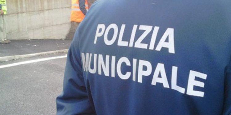 Catania, vigile urbano intima alt ad uno scooter: aggredito dal branco$